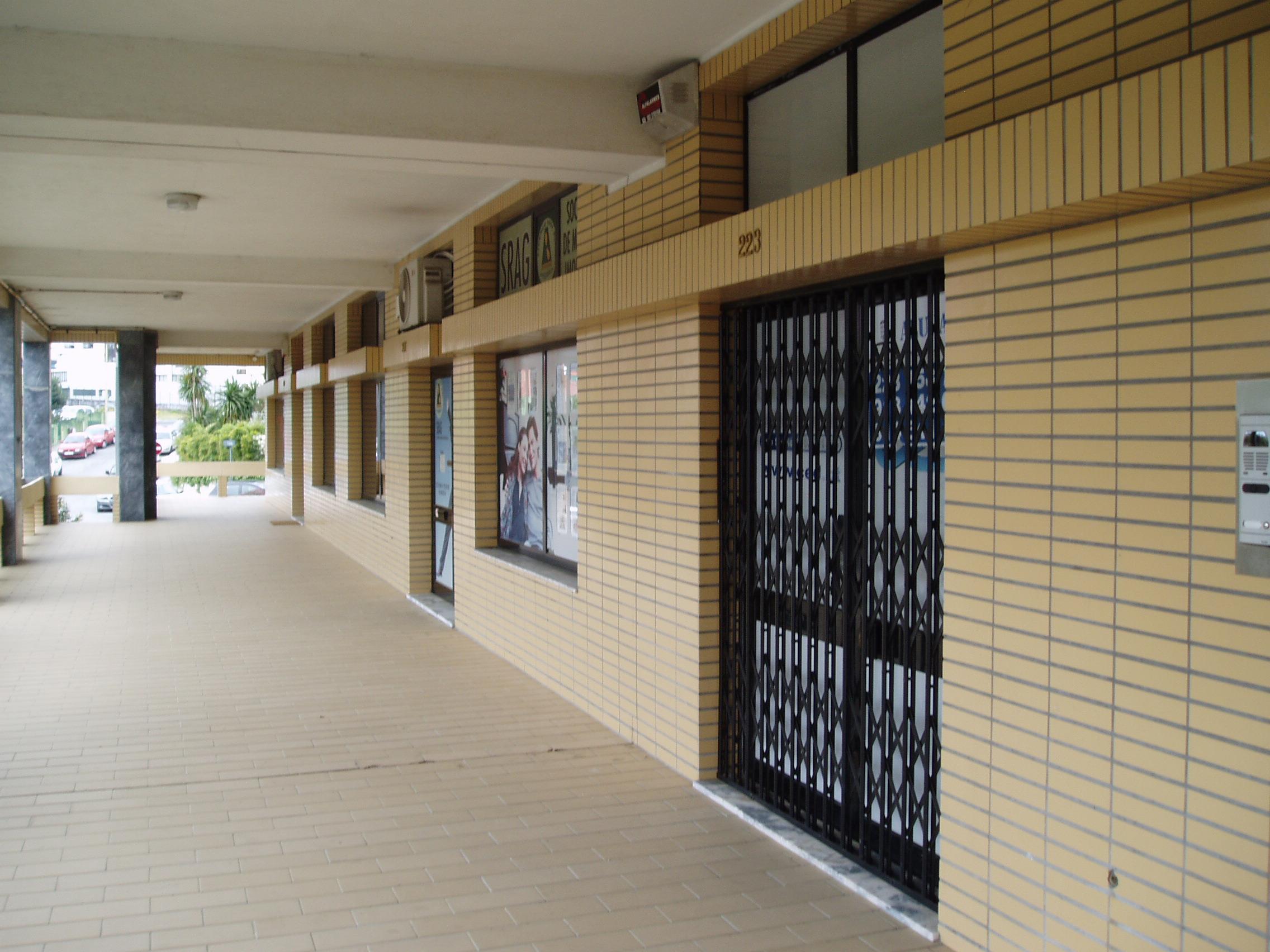 Vende-se Loja Comercial, Gaia Centro.