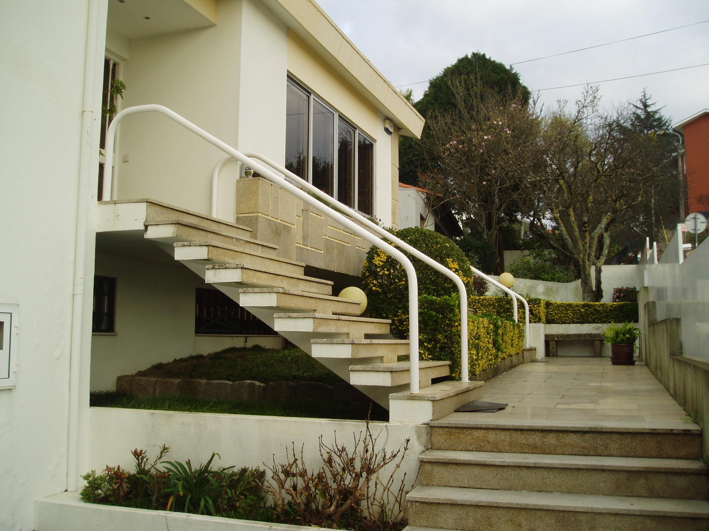 Centro Gaia – Moradia 4 Frentes com Piscina Interior