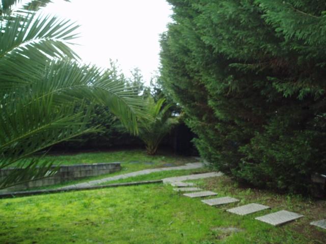 Moradia Isolada, com bons espaços no interior e exterior, construção anti sísmica e de arquitetura moderna.