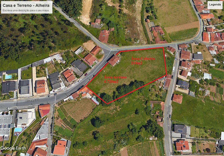 Quintinha totalmente morada, com casa p/recuperar e 4.720m2 de terreno